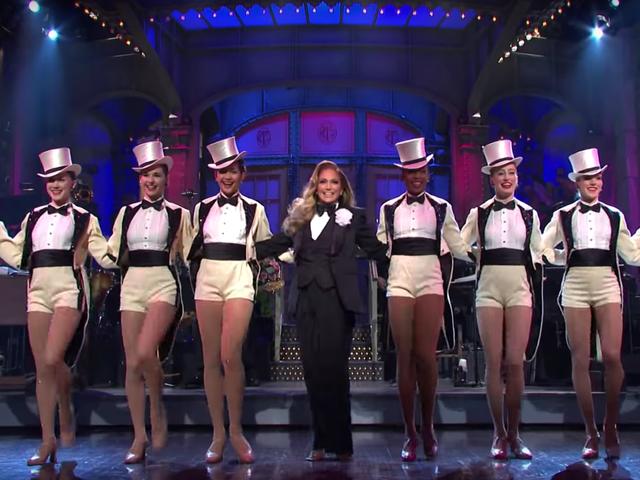 Saturday Night Live smickrar med Jennifer Lopez, som sorts förtjänar det