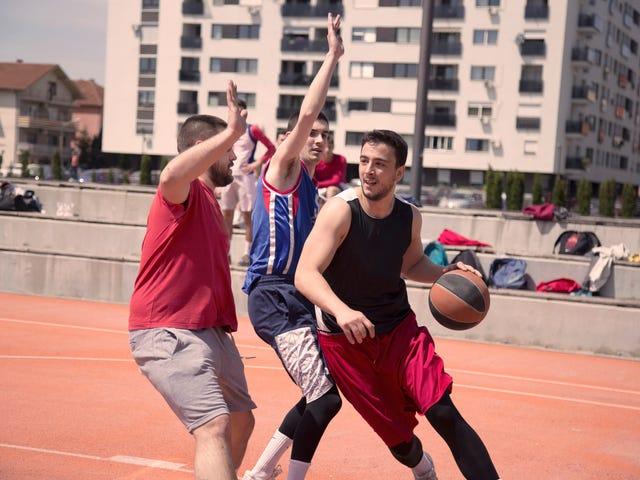 15 (meestal) White Pickup Basketball Players We moeten beginnen Ook de politie bellen