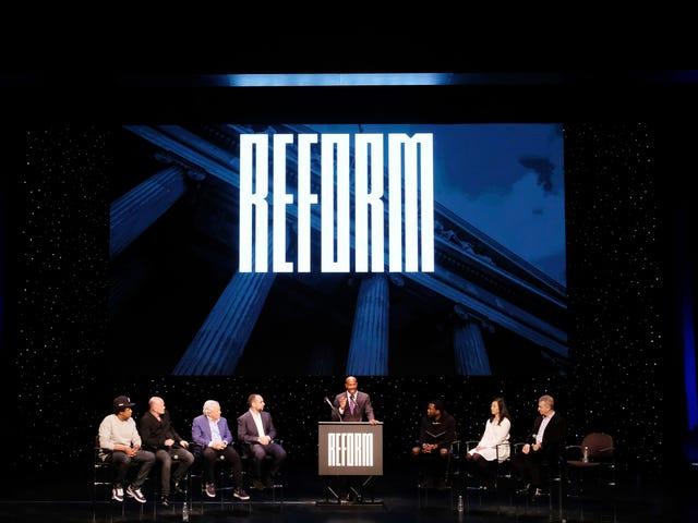 Liên minh cải cách của Jay-Z và Meek Mill gửi 100.000 mặt nạ đến các nhà tù