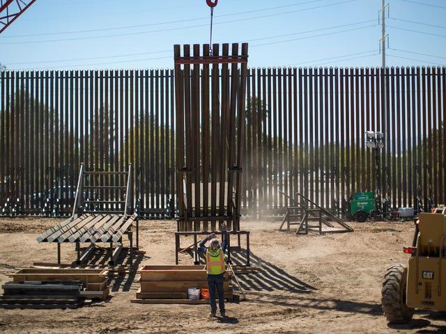 डीएचएस के अनुसार, सबसे बड़ी सीमा संकट है, जो कि दीवार की बहुत सुंदर नहीं है