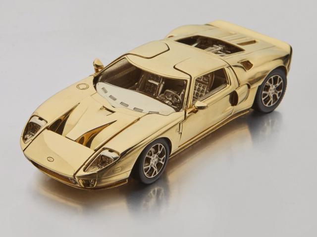 Este minúsculo carro de modelo Ford GT de ouro de 18 quilates custará apenas US $ 40.000