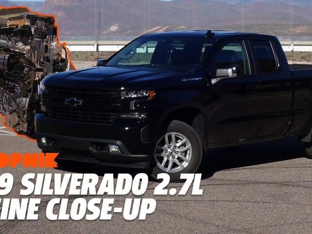 Oto zbliżenie na silnik czterocylindrowy Chevy Silverado z 2019 roku