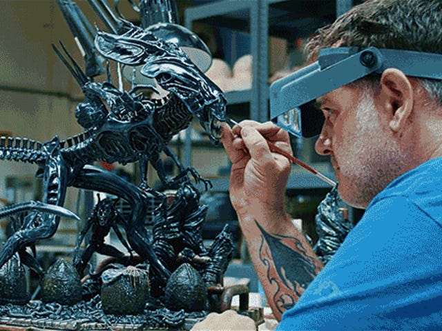 <i>Aliens'</i> Original SFX Artists Helped Sideshow Create the Most Accurate Alien Queen Collectible Ever