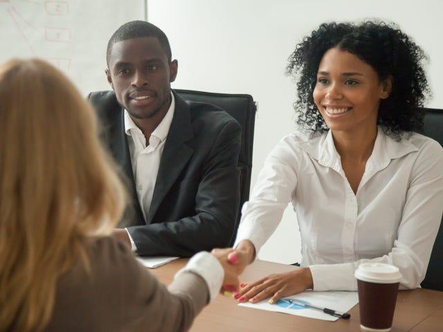 Nghiên cứu mới xác nhận những gì chúng ta đã biết: Trở thành người da đen trong công ty Mỹ không dành cho người yếu đuối