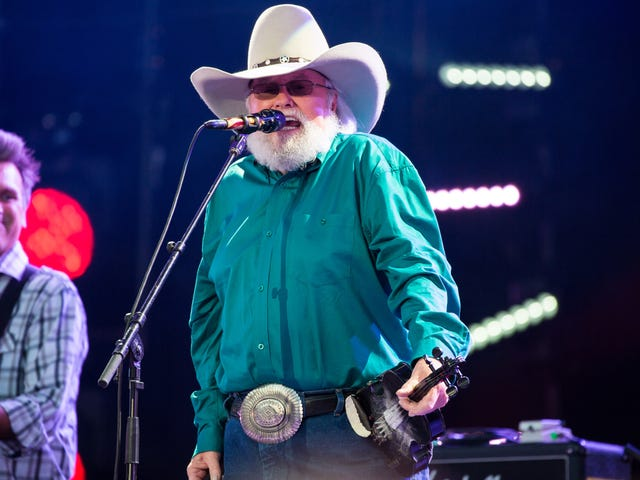 """<a href=https://www.avclub.com/say-why-is-country-singer-charlie-daniels-tweeting-at-1821958990&xid=17259,15700002,15700021,15700124,15700149,15700186,15700191,15700201,15700214 data-id="""""""" onclick=""""window.ga('send', 'event', 'Permalink page click', 'Permalink page click - post header', 'standard');"""">Sag mal, warum twittert Country-Sänger Charlie Daniels bei Taco Bell über die Illuminaten?</a>"""