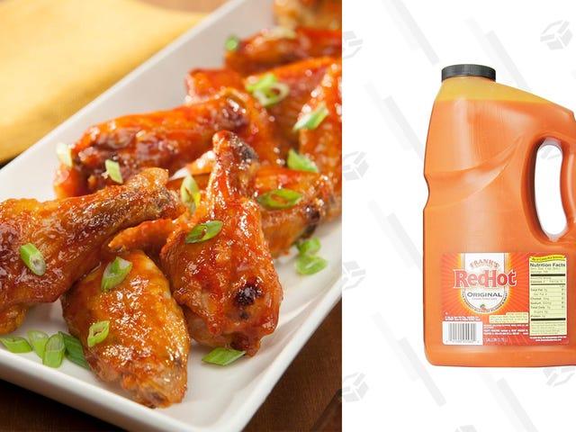 Célébrez l'aile mercredi avec un gallon de sauce RedHot de Frank pour 9 $