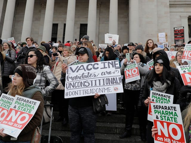 O Facebook jura que vai fazer um trabalho melhor ao não divulgar o conteúdo perigoso de anti-vacinas