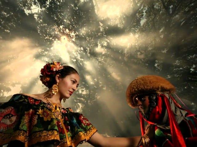 La danza de los Parachicos.