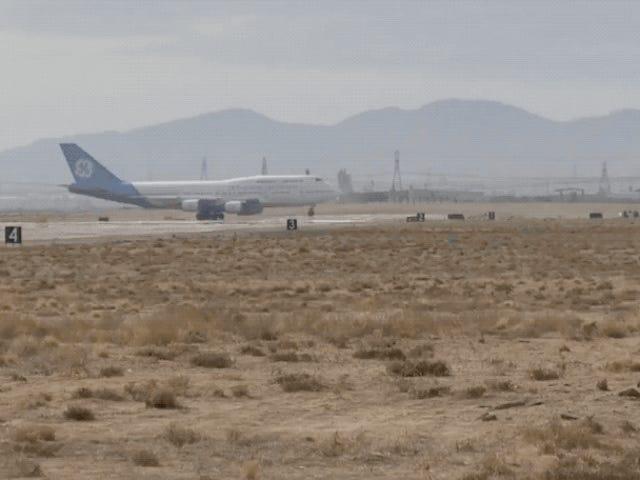 Prueban con éxito el motor de avión más grande del mundo en un vuelo de cuatro horas
