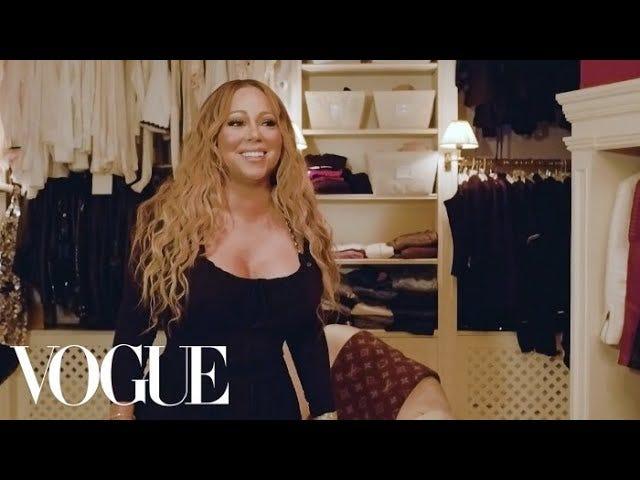 Laten we een (andere) reis maken door de kast van Mariah Carey