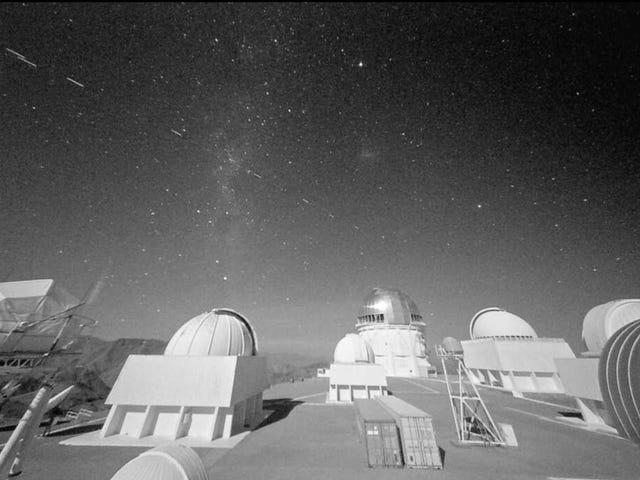 Các vệ tinh Starlink của Elon Musk đã gây đau đầu cho các nhà thiên văn học