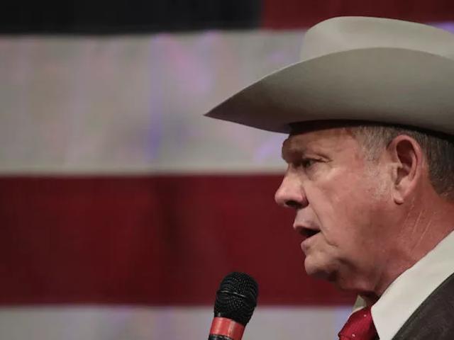 Roy Moore đang kiện những người bị cáo buộc vì 'âm mưu chính trị'