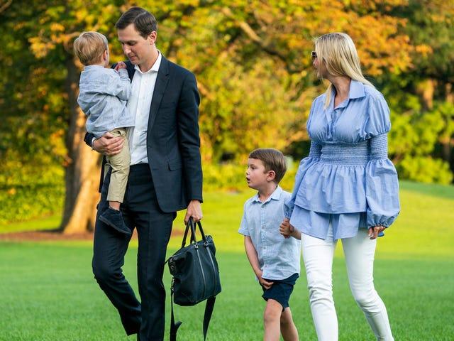 Um ano em empolgantes manchetes do Daily Mail sobre Ivanka e Jared caminhando de sua casa para o carro deles