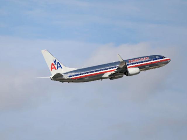 Un empleado de American Airlines envió a una mujer acosando mensajes de texto después de robar su número de su bolsa Etiqueta: Informe