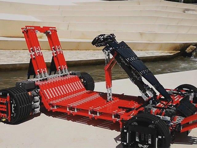 Вам знадобиться понад 7000 штук і 32 мотори, щоб побудувати цей Lego Go-Kart, на якому ви можете фактично їздити