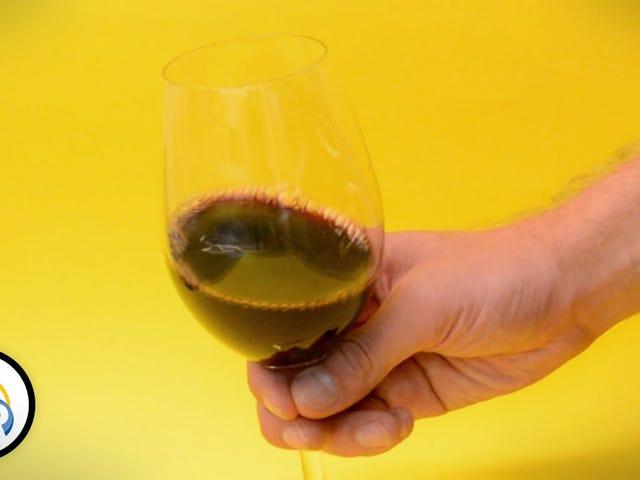 บันทึกขวดไวน์ Spoiled ด้วยช้อนเงินหรือเงิน