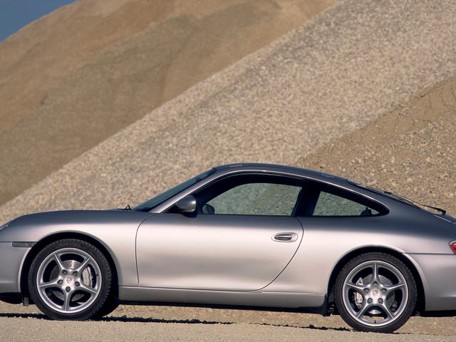 This Beat-To-Shit Porsche 911 Is Why You Should Always Get Your Pre-Owned Car Inspected