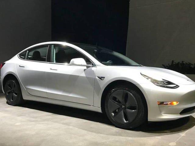 Ilmeinen Teslan työntekijä yrittää myydä varhaisen mallin 3 Craigslistissä 150 000 dollaria ennen poistamista