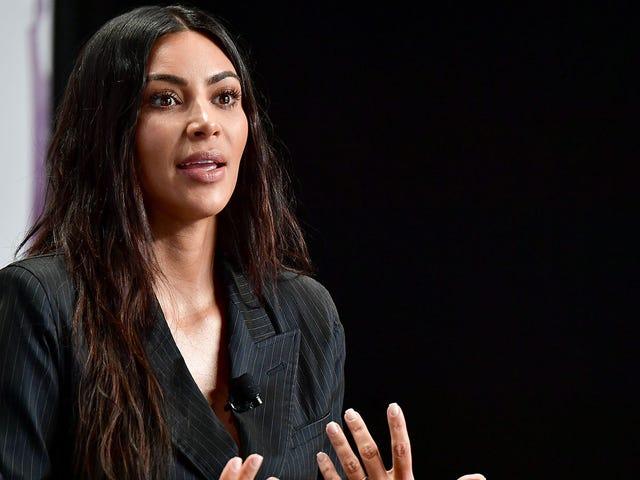Hướng dẫn về Kim Kardashian 24 giờ <em></em>  Kerfuffle Over Makeup Swatching và Ngoài ra chủng tộc