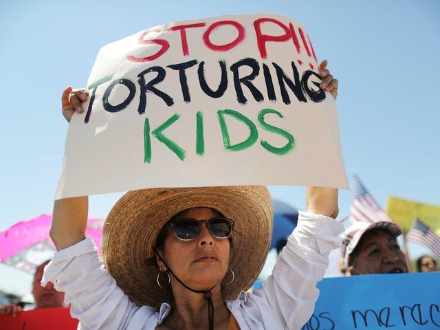 15χρονη κοπέλα λέει ότι ένας πράκτορας περιπολίας της σεξουαλικής παρενόχλησης της σε στρατόπεδο της Αριζόνα