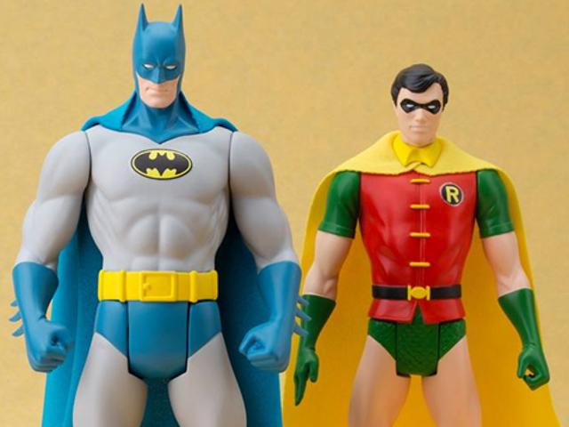 """Nawet nie dodawanie przylądka może sprawić, że te """"retro"""" zabawki DC będą lepsze"""
