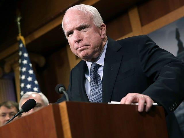 Une fois de plus, John McCain arrête la barre de décence de base, dit qu'il votera <em></em>  non sur une terrible facture de soins de santé
