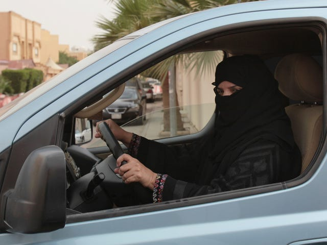Some Asshole Got Arrested For Threatening To Attack Saudi Women Drivers: Report