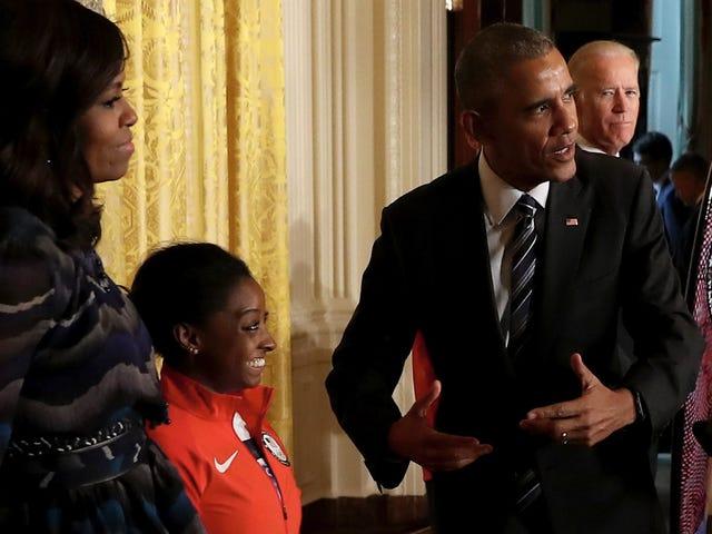 Das US-amerikanische Turnerteam für Frauen zeigt sich im Weißen Haus