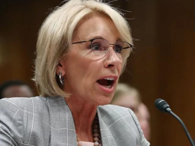 Il Dipartimento dell'educazione prende in considerazione un piano per consentire ai distretti scolastici di utilizzare fondi federali per istruire i docenti