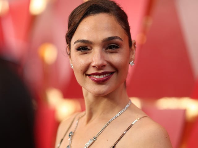 Gal Gadot Knows Movies About Journalism Are Hot, Hot, Hot