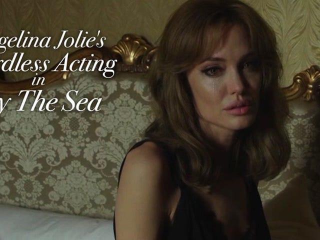 En montage af Angelina Jolie&#39;s latterlige handling i <i>By the Sea</i>