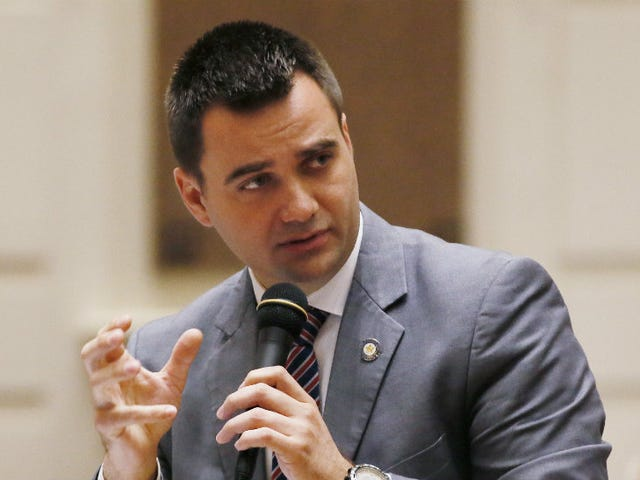 Oklahoma Governor Vetoes Bill That Would Have Made Performing Abortions a Felony for Doctors