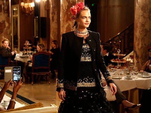 Chanel consiguió que Cara Delevingne volviera a caminar