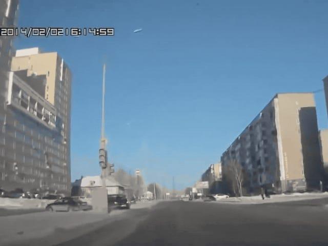 ちょうどあなたがロシアのDashcamsがもっと良くなることができないと思うとき、誰かがNASCAR Spotterを加える