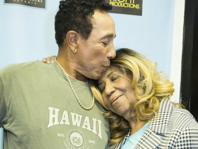 In a New Interview, Smokey Robinson Says He Regrets Not Recording With Friend Aretha Franklin