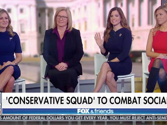 """Queste quattro donne pensavano che formare una """"squadra"""" tutta bianca fosse una buona idea"""