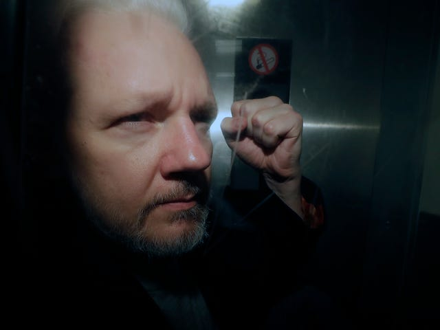 Swedish Prosecutors Reopen Rape Case Against Julian Assange