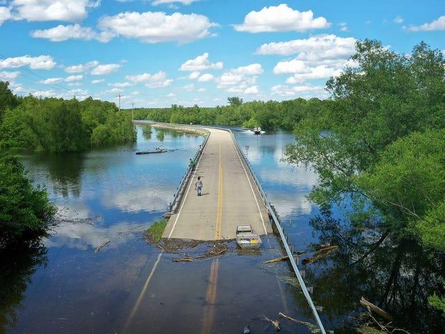 Por qué nunca debes intentar atravesar una inundación en coche, por pequeña que te parezca