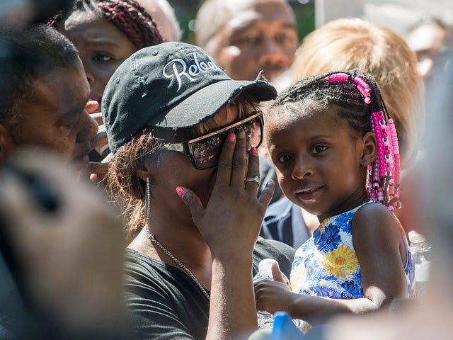 黒人のトラウマとセルフケア:黒人はどのようにして私たち自身に対する過度の暴力を目の当たりにして治癒できるのか?