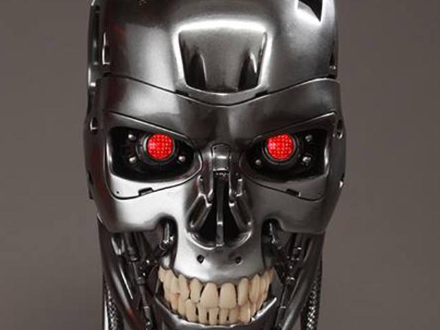 Εδώ είναι ένα κομμένο κεφάλι Terminator, τέλεια για σας Mantlepiece