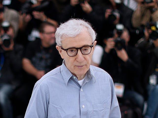 Một đại dịch đã không ngăn cản Woody Allen tìm nhà xuất bản cho cuốn hồi ký của mình