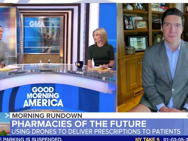 Reportero casi se escapó con pantalones de saltar en Good Morning America