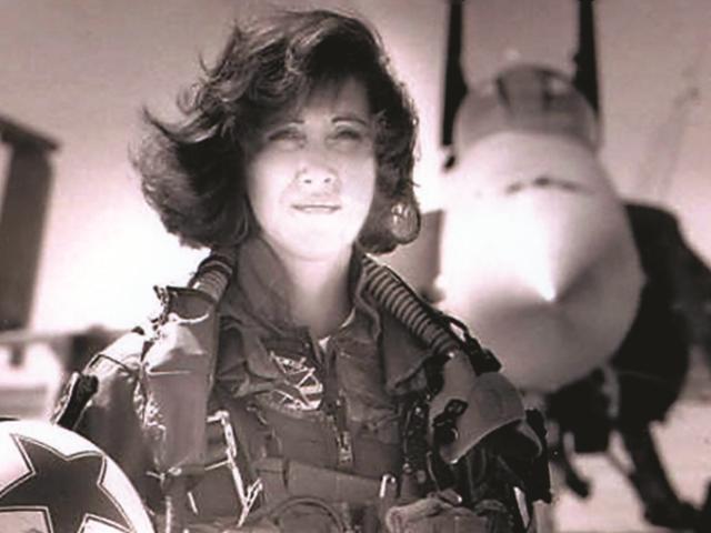 Navy-veteran og F18-pilot: dette er den ekstraordinære kvinde, der reddede Southwest Airlines-fly 1380
