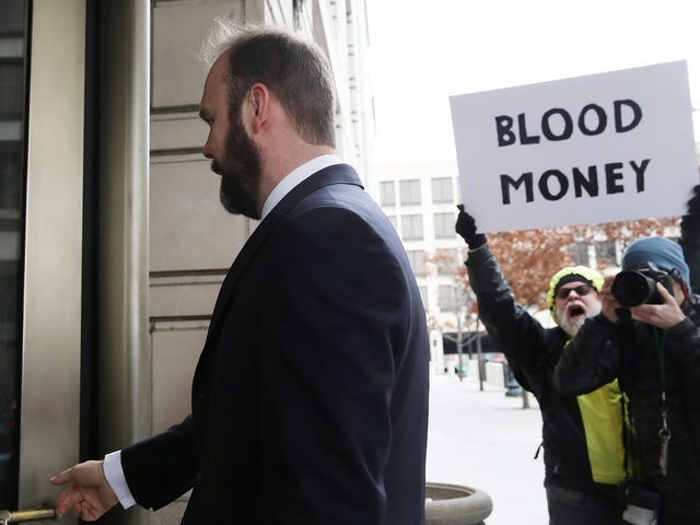 Rick Gates Becomes 3rd Member of Trump's Campaign to Plead Guilty to Lying