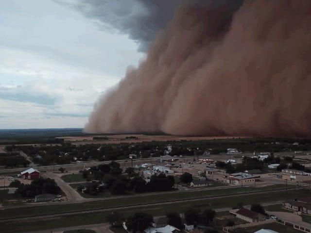 Este es el imponente aspecto de una tormenta de polvo, grabada desde un dron