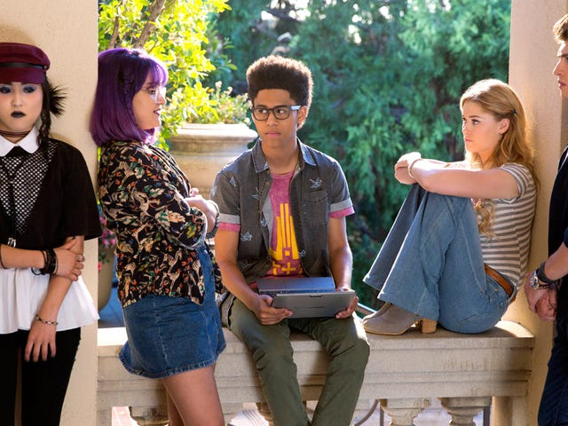 Runaways' Second Season Will Arrive This Winter and Feature a Connection to the MCU