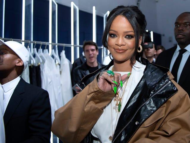 Eff That Little Album du beder om, Rihanna er på en båd med sin Boo og hans Fam