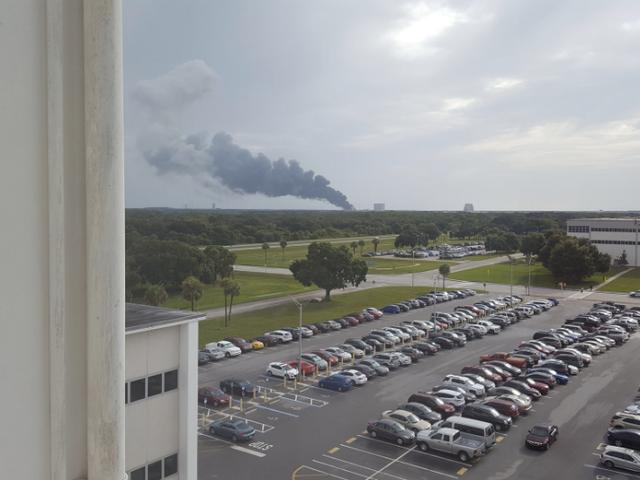 一架SpaceX火箭刚刚在卡纳维拉尔角爆炸