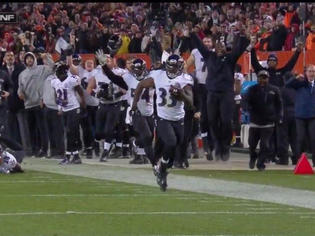Ravens returnerer blokkert feltmål for TD uten tid igjen for å slå Browns