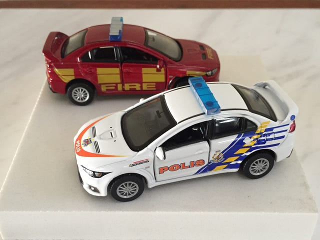 Tomica Limited series Mitsubishi Evo X 'UK Fire Chief' and 'Malaysia Police'